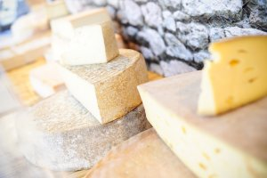 fromage sur le marché hebdomadaire su rla Place Guillaume II
