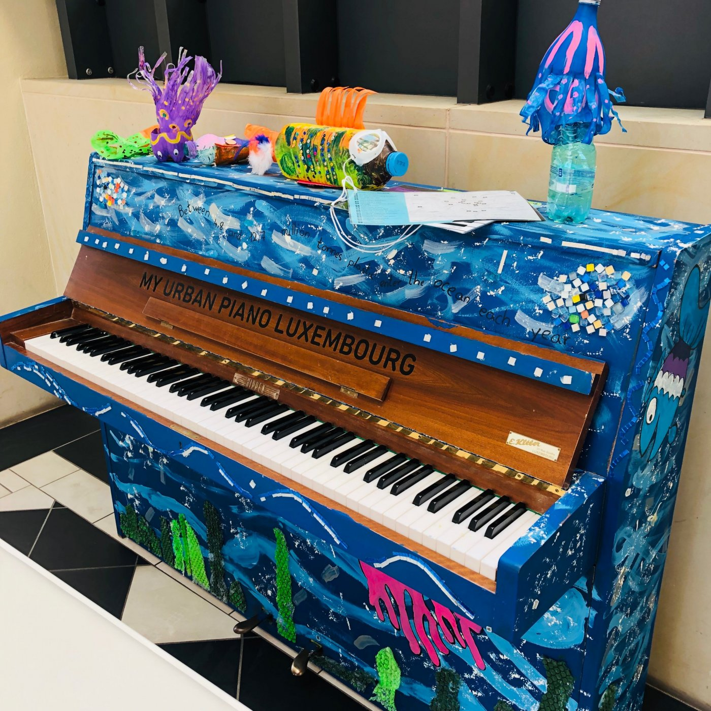 Illustration d'un piano décoré